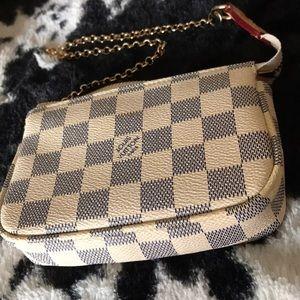 Louis Vuitton mini pouchette
